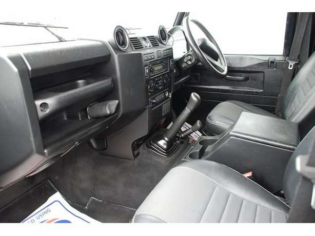 2010 Landrover Defender 110 TDI 2.4 Diesel Manual*Outstanding* leather Nairobi West - image 7