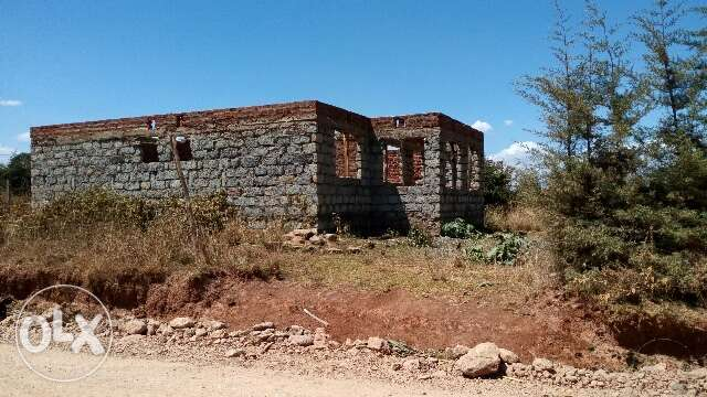 1/4 acre with incomplete dwelling house Kapsoya - image 1