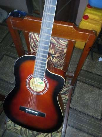 Guitar box urgently for sale Oluyole - image 1