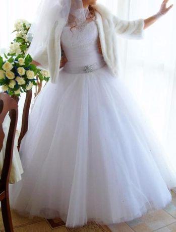 Белоснежное свадебное платье из салона