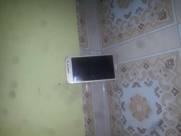 Samsung galaxy A3 gold in colour.2wks old 26k.single sim card Majengo King'Orani - image 2