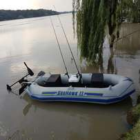Sea hawk 2 with trolling motor and accesories