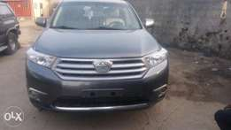 Toyota Highlander 2012model leather seat Lagos cleared with DVD revers