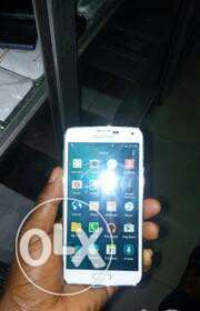 selling my samsung galaxy S5  - image 1