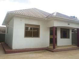 Posh 2 bedroom house for sale in Bweyogerere-Buto at 85m