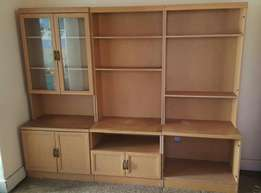 Wall unit consisting of 3 pieces