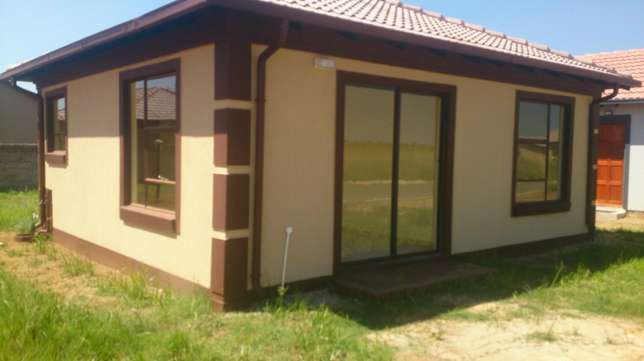 Nice traditional style and tuscany design now for sale in Modderbee Benoni - image 3