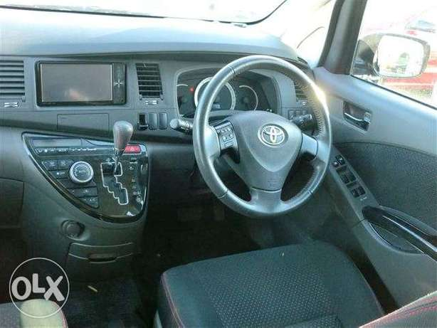 Toyota Isis 1800cc 2011 fully loaded Parklands - image 3