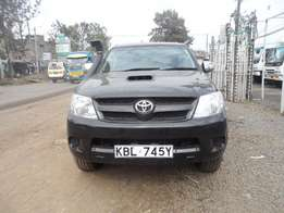 A clean and well maintained toyota hilux