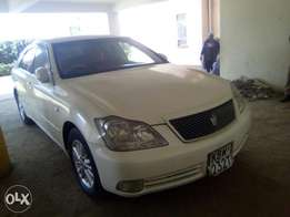 Toyota Crown Pearl white very clean