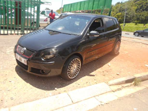 Immaculate condition 2007 VW Polo 1.4 Hatch with mags and sound Johannesburg - image 1