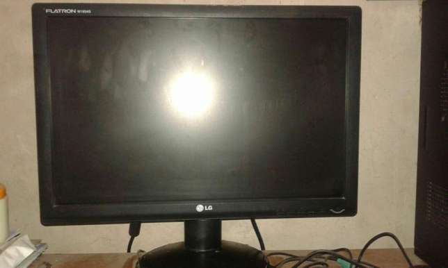 Desktop computer for sale with windows 10 plus microsoft office07 R180 Kwamashu - image 2