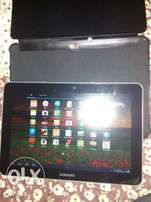 32 gb Samsung tab 10.1 inch plus simslot slightly cracked touch screen