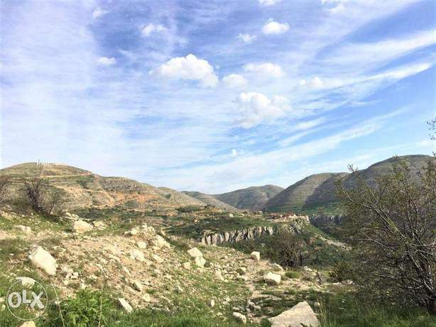Beautiful Land in Fakra with STUNNING Mountains Viewأرض في فقرا ٥٨٠ م٢ فقرا -  6