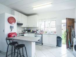 Affordable Charming neat styled Apartment in Musgrave for R4000
