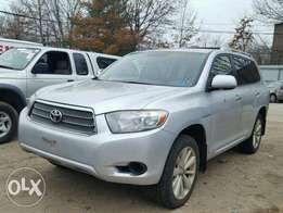 Clean Toyota Highlander 3 seater
