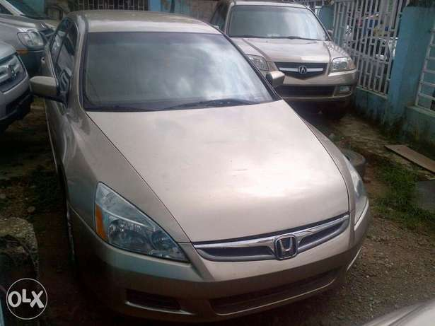 Sparkling and xcellent tokunbo Honda Accord gold 2007 Apapa - image 3