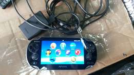 PsVITA 8GB Kept well AS good as new