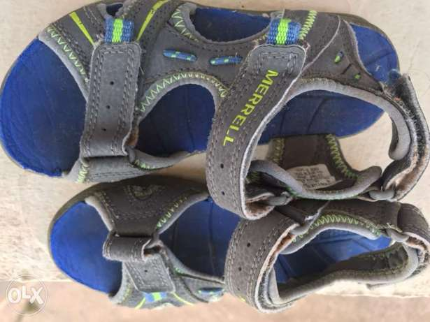 Merrell Original sandals for sale at a throw away price