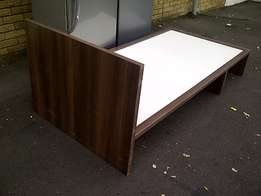 3/4 Bed Base with Headboard for R600