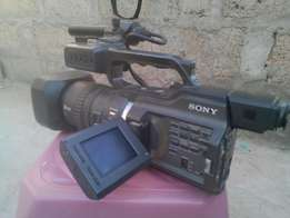 Professional Sony video camera for sale. Type: DR- PD 150P