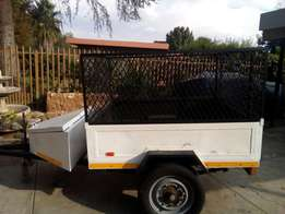 Trailer with sides