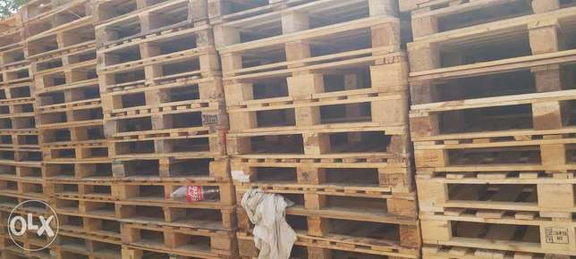Used wooden and plastic pallets