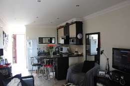 Holiday accommodation: Jeffreys Bay: R600.00 per night – Sleep – 2.