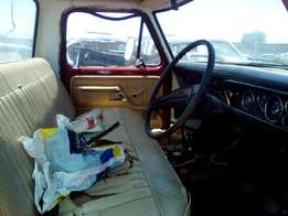 1975 Ford F250 4by4 straight engine, petrol manual.