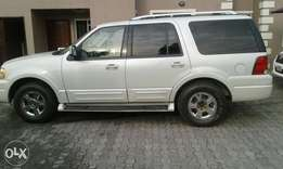 Clean Ford Expedition