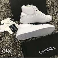 Sparkling White Chanel shoe for flash