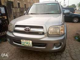 Toyota Sequoia metallic gold