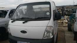 Kia bakkies 2.7 2006 model stripping for spares and rebuilds