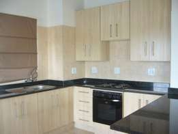 Modern spacious 2 bedroom 2 bathroom townhouse to let