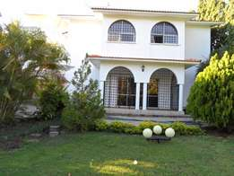 4 bedroom mansion on sale at prime area of Nyali links road.