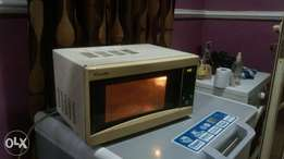 Automatic Microwave oven at a give away price.