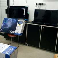 Brand new boxed 32 inches Smatec digital and satellite flat screen