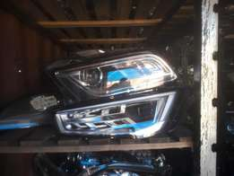 Good condition Genuine clean audi Q5 2012 right headlight for sale