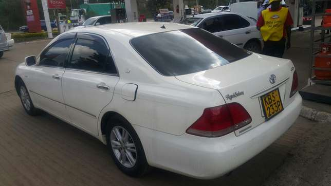 Toyota crown Hurlingham - image 5