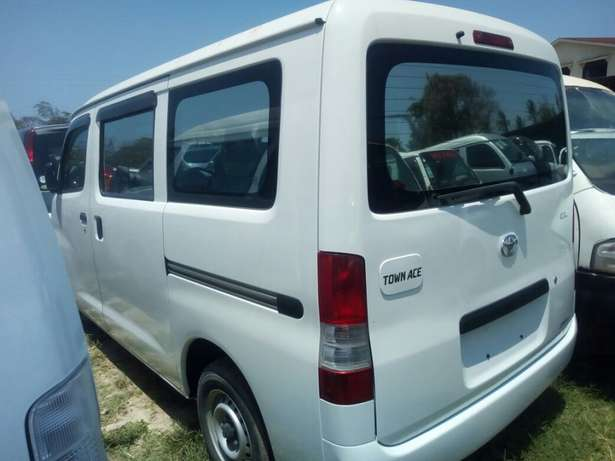 Toyota Town ace New shape pearl white Mombasa Island - image 4