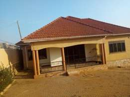 4bedroom newly built executive house for sale in najjera