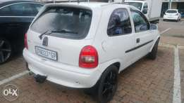 Corsa lite GSI 1.6 with leather + mags.