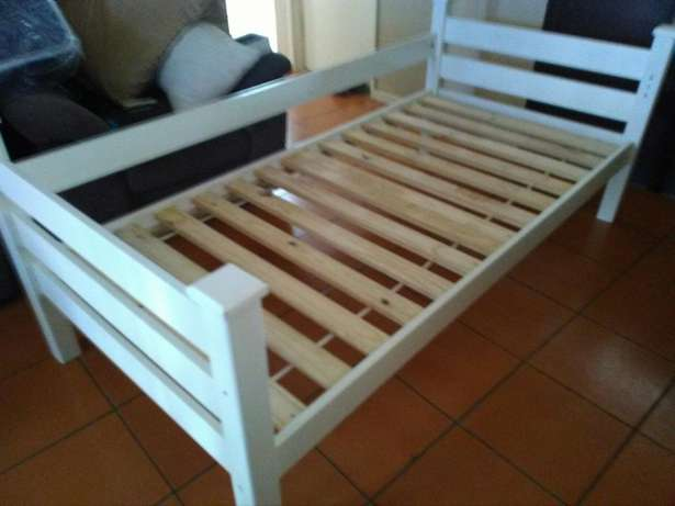 Single bed frame and chest of draws Durban North - image 1