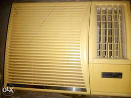 Air conditioner and stabiliser