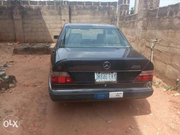 Very Neat Mercedes Benz Vboot Benin City - image 6