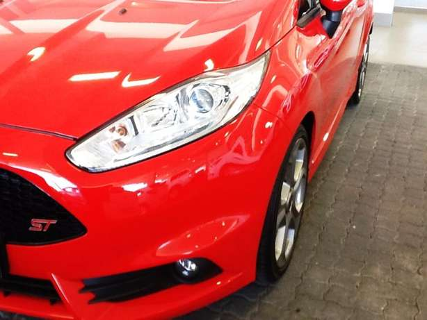 2016 ford fiesta 1.6st eco-boost - demo with 39km Goodwood - image 3