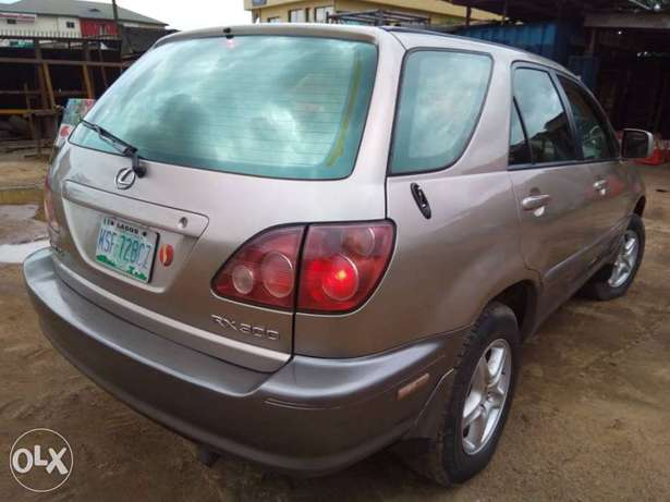 Neatly Used Lexus RX300 Lagos Mainland - image 4