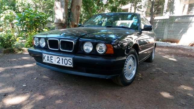 BMW 520i Classic with sunroof - Pristine - amazingly well kept Westlands - image 2