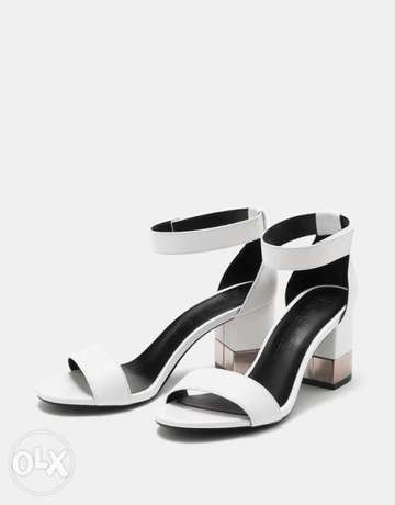 Sandals with ankle strap and metallic mid heels Ikeja - image 1