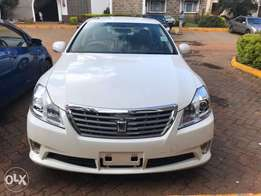 Toyota Crown 2010 - Fully Loaded - New Import - Pearl White